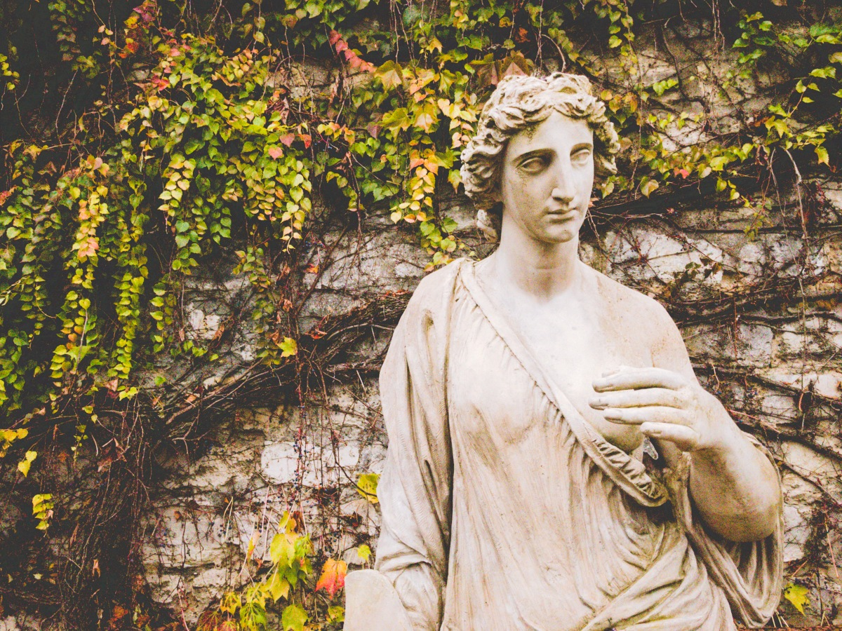 The Secret Cemetery of Paris You Walked By Without Knowing It