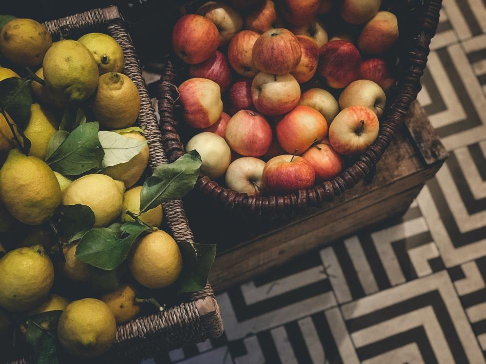 Apples and lemons at Claus, Paris France